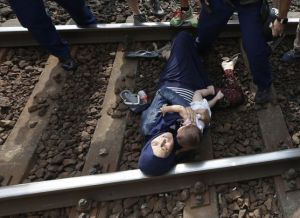autoridades-refugiados-APP-David-Josek_EDIIMA20150903_0518_19